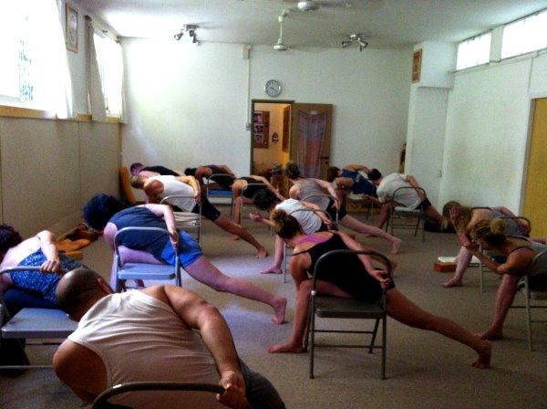שיעור יוגה - יוגה דהרמה