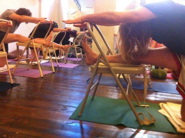 שיעור יוגה דהרמה ענת צחור