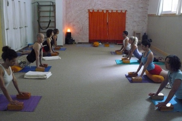 yoga-studio morning class