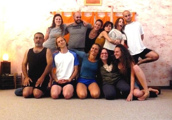 בוגרי קורס מדריכי יוגה דהרמה - מאי 2012
