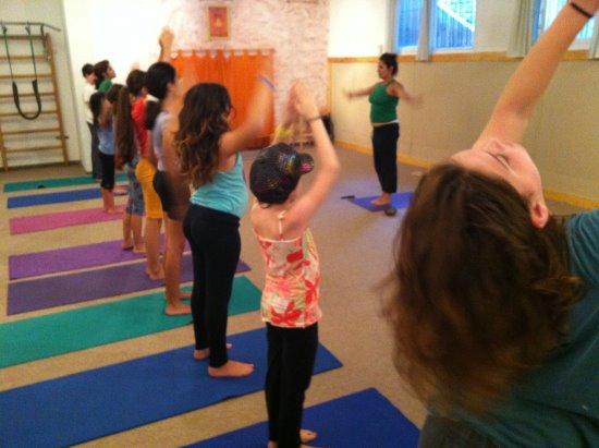 שיעור יוגה לילדים ביוגה סטודיו ענת צחור