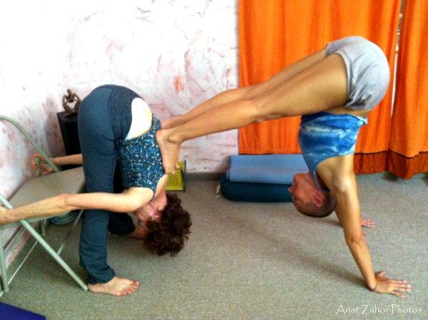 partner yoga strech
